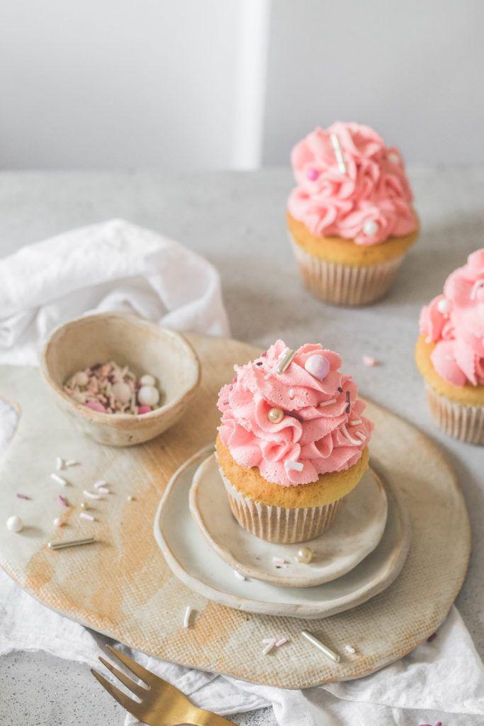 Eggless Vanilla Cupcakes The Cupcake Confession Recipe Eggless Vanilla Cupcakes Vanilla Cupcakes Eat Cupcakes
