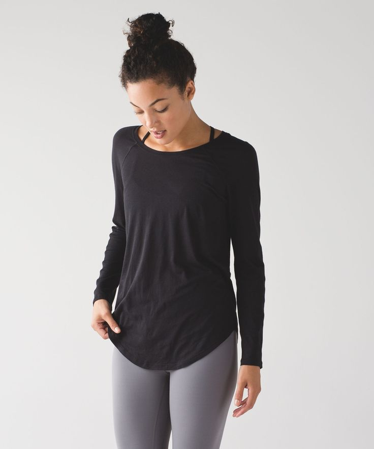 We designed this loose fit crew with a long length to give you coverage over your practice gear when you are heading to and from the studio.