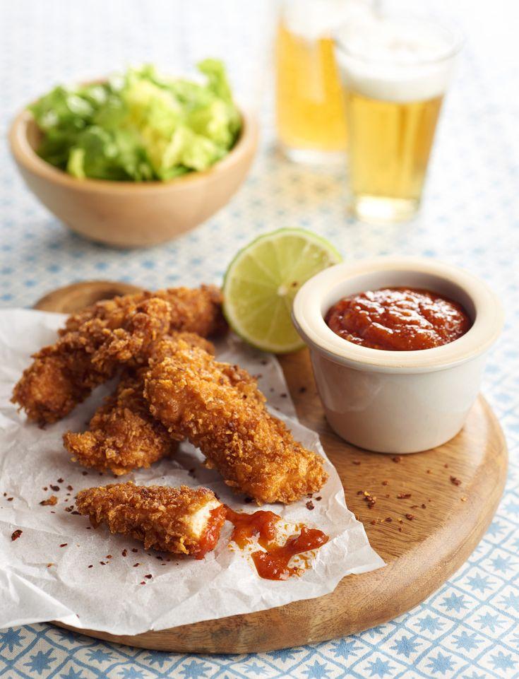 Nuggets de pollo rebozados con copos de ma z con salsa for Aperitivos para barbacoa