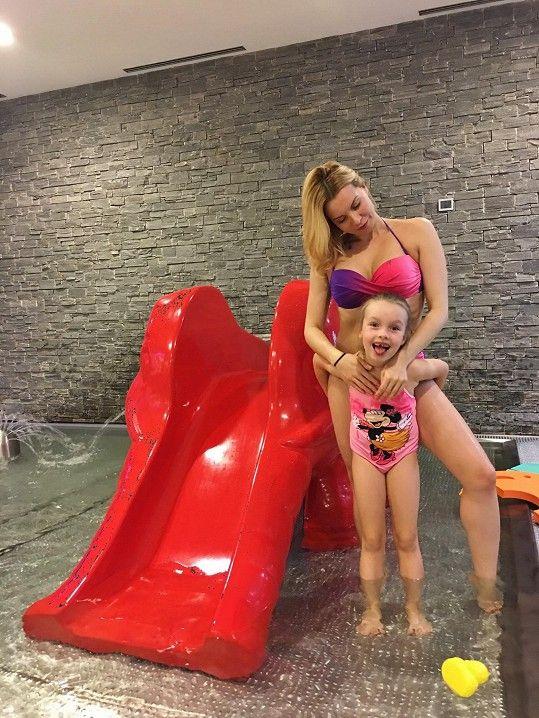 Kateřina si užívá s dcerou zaslouženou dovolenou.