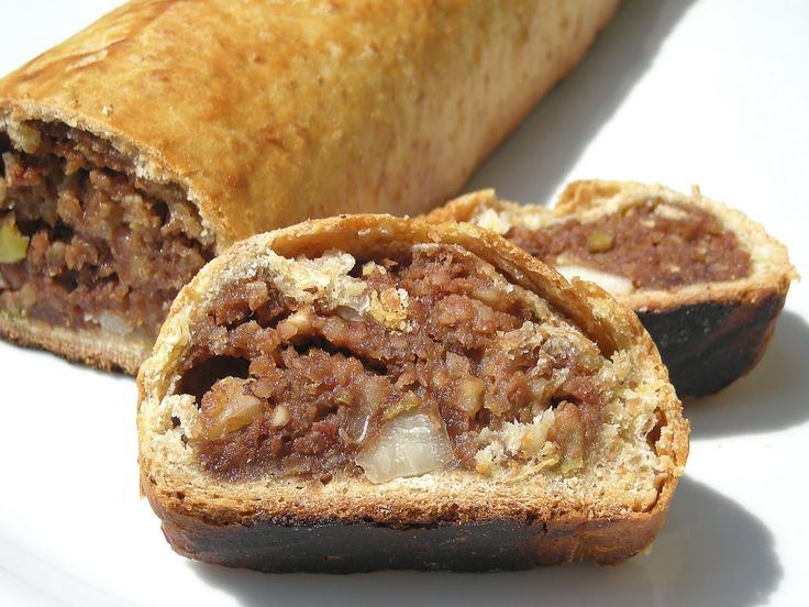 "Pitigliano, typical dessert of the Small Jerusalem. ""Lo sfratto"". #maremma #tuscany #prodottitipici #localproducts #food"