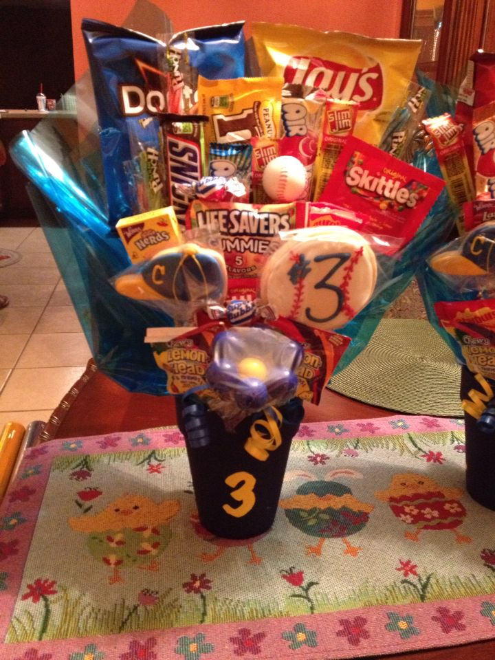 Baseball Candy Bouquet - Senior Night gift. | My Hobby | Senior night gifts, Softball Gifts, Softball Pitching