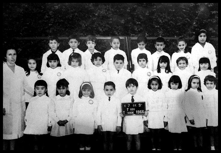 Gustavo Cerati en 1er Grado en la escuela. Año 1966, Gustavo tenía 7 años. Es el tercero de la fila de arriba.