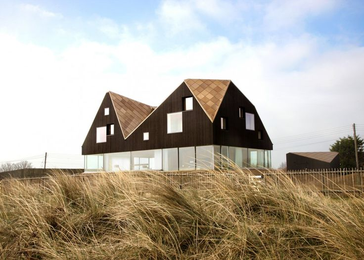 The Dune house blends modern architecture and English seaside vernacular with subtle Norwegian influences.
