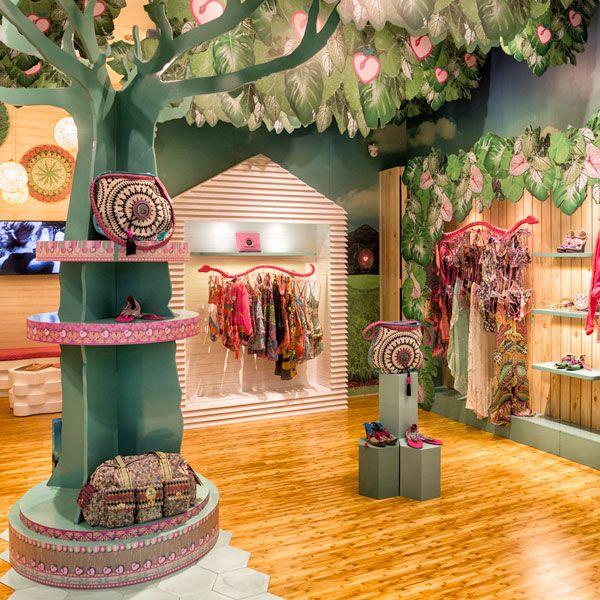 Ven y conoce su nueva tienda en el Retiro Bogotá, linda y colorida. Prepara todos tus outfit de verano para esta temporada de fin de año con esta marca que nos trae más que solo vestidos de baño una propuesta completa con todo lo necesario para las vacaciones. #Paradizia