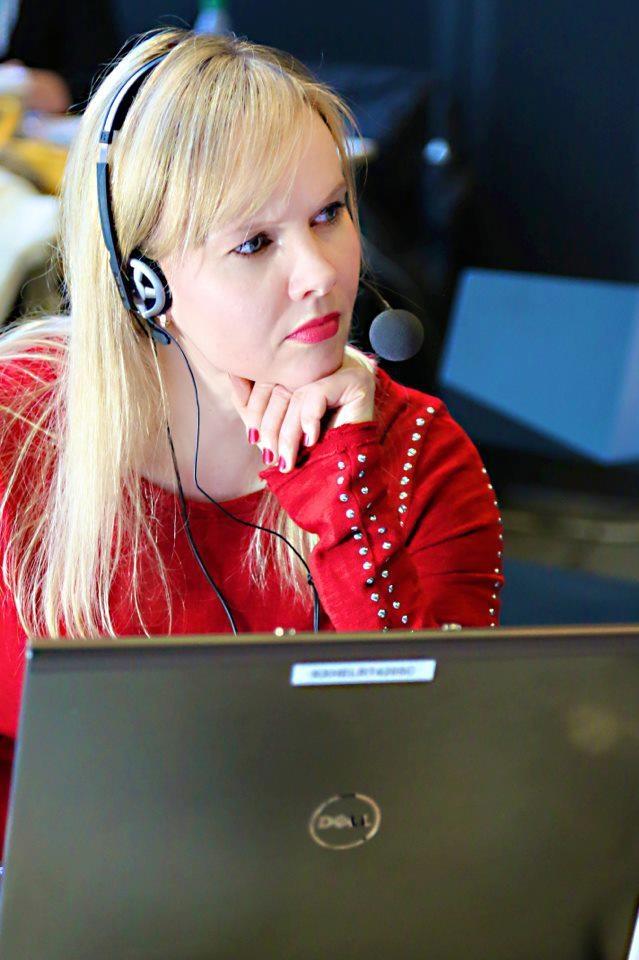 """Toimittaja Riikka Holopaisen mielestä parasta työssä on musiikki: """"hienoa, että saa työajalla kuunnella ja ajatella musiikkia. Se on ihan uskomaton etu"""" Upeaa on myös mahdollisuus tavata toisia musiikkia rakastavia ihmisiä. Rakkaus musiikkiin onkin toimittajan työssä vaadittava tärkein ominaisuus. Riikka Holopainen on jäämässä äitiyslomalle ja hänelle etsitään nyt sijaista. Hae: http://careers.fi/yle/careers.cgi?action=view_id=2447=fin #ylemme"""