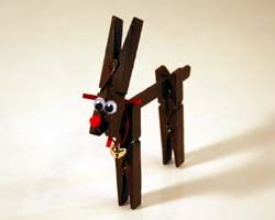 This is a really cute and simple reindeer craft using 3 clothespins and a Popsicle stick.       Materials:    3 clothespins  1 Popsicl...