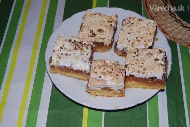 Jablkový koláč so snehovou penou