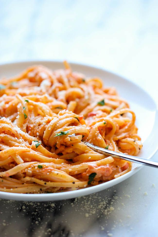 Roasted Red Pepper Alfredo | DamnDelicious.net