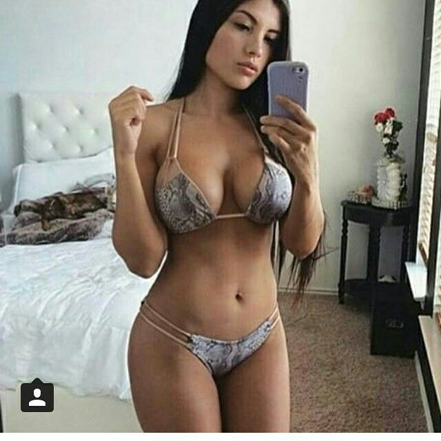 Amateur girl mirror selfpics, closeup pussie pics