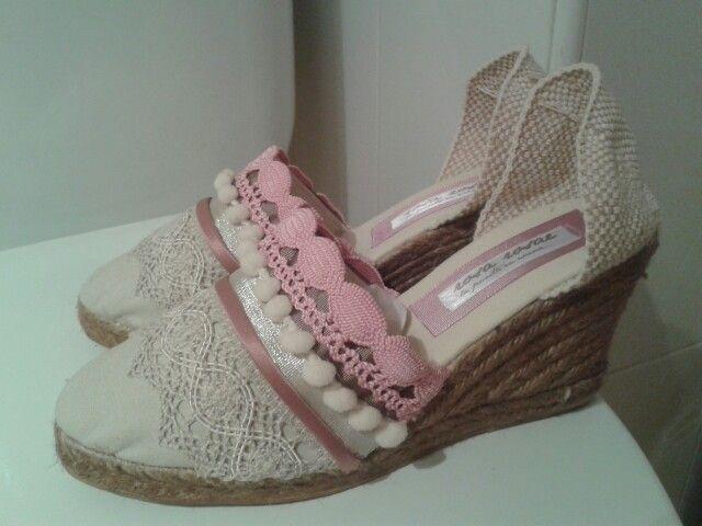 """Estas cuñas son ideales tanto para flamenca como para el """"momento baile"""" el dia de tu boda, ya sabes que está muy d moda en novias hacerle un guiño al color rosa....by Rosa Rosae"""