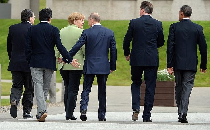 Слева направо: канцлер Германии Ангела Меркель, президент России Владимир Путин, премьер-министр Великобритании Дэвид Кэмерон и президент США Барак Обама