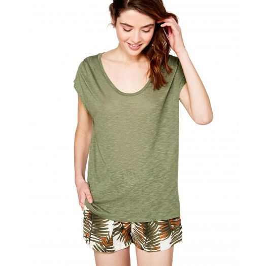 Military green round neck t-shirt from #Benetton #Summer17 #woman collection
