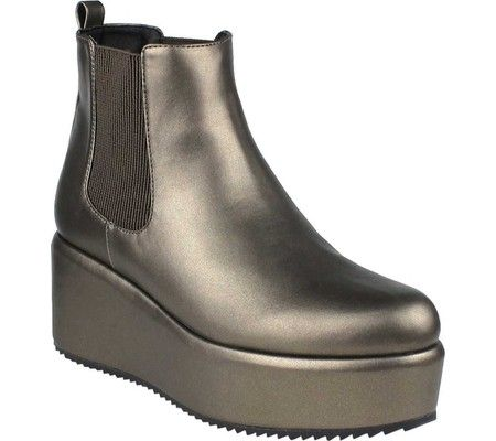 Women's Beston Desk-1 Platform Chelsea Boot with FREE Shipping & Exchanges. The Desk-1 Platform Chelsea Boot is an easy slip on style with dual elastic panels and a platform