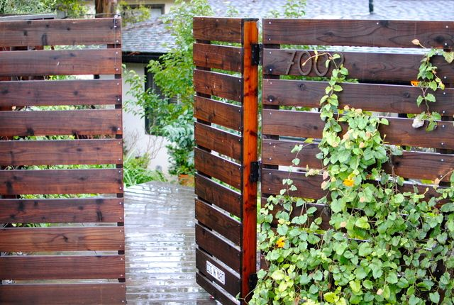 This is exactly the type of fence I want to build, exactly!!! Gate and all.