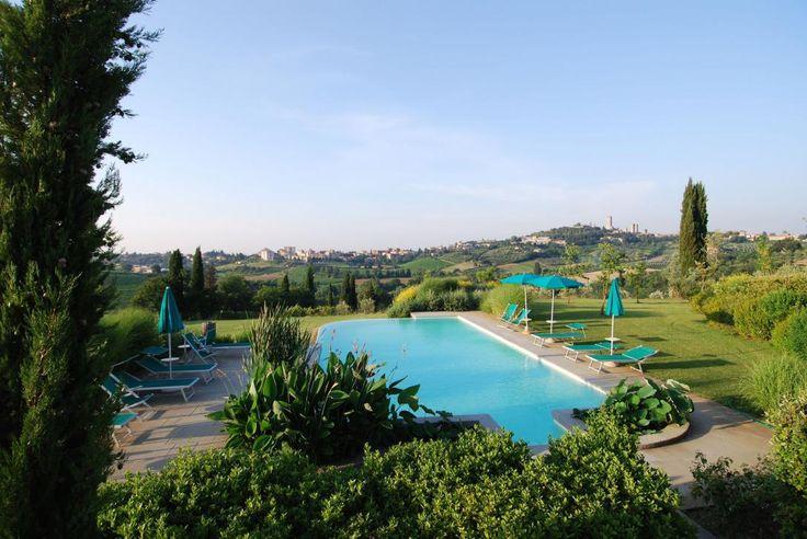 Italien, Toscana: I Toscana bor du på ofte på et Agriturismo, fx hyggelige Raccianello, som er bygget i ægte toscansk stil og har udsigt til landlige omgivelser.