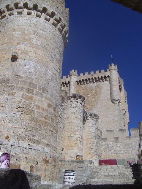 Os invitamos a pasear por el Castillo de Peñafiel. #historia #turismo http://www.rutasconhistoria.es/loc/castillo-de-penafiel