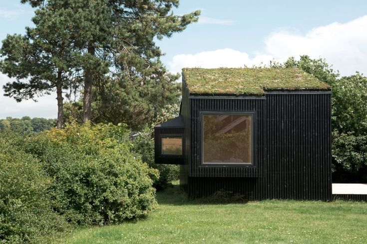 Share on Facebook Tweet on Twitter Pin on Pinterest37shares This minimalistic 172 ft2/ 16m2 guest house by Danish architect Martin Kallesø was built as an addition to a summer cabin in Vordingborg, Denmark. The construction features natural elements including blackened larch wood external cladding and a green sedum roof. A small tool shed, where the …