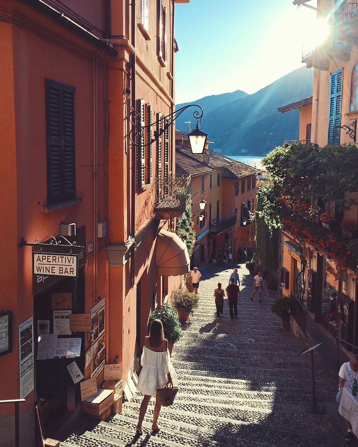 Wandering the streets of Bellagio - Bellagio Lake Como Italy // by Jessica Stein (@tuulavintage)