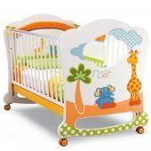 Pali детская кроватка pali gigi & lele oblo  — 37674р. --------- производитель: pali  особенности кроватки pali gigi lele oblo: это  одна из самых оригинальных моделей, представленных итальянской  мебельной фабрикой pali. благодаря тому, что один из бортиков может быть  полностью снят, кроватку легко превратить в удобный диван для детей  старше 2-3 лет. основные характеристики:  предназначена для детей от 0 до 5-ти лет  бортики опускаются на 20-25 см  один бортик съемный  колеса снабжены…