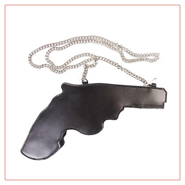 Оригинальная и эффектная сумка в форме пистолета от Saint Laurentи со СКИДКОЙ 50% http://vipavenue.ru/production/7084