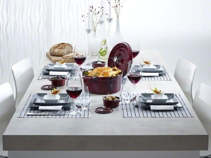 La cocotte en fonte #staub habille la table pour une ambiance conviviale et chic !