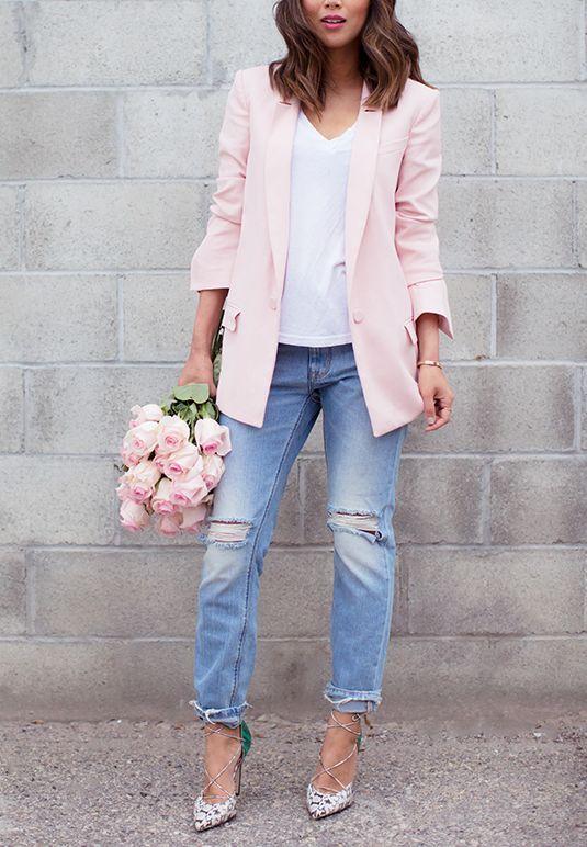 часть телефона бледно розовый пиджак с джинсами фото недели