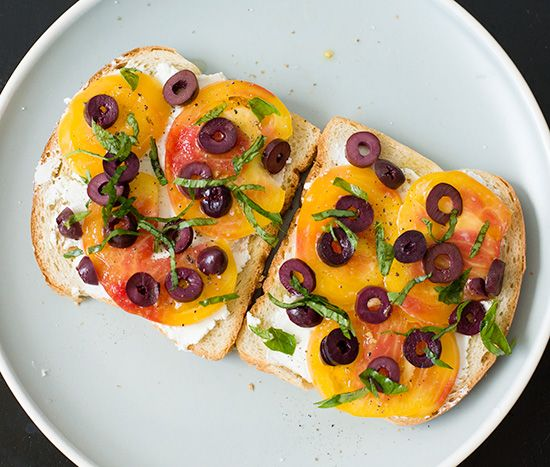 Open-Faced Heirloom Tomato Sandwiches: Tomatoes Sandwiches Simple, Age Photo, Sandwiches Recipes, Sandwiches Wraps Hot Cold, Sandwich Recipes, Goats Cheese, Openfac Sandwiches, Heirloom Tomatoes, Open Fac