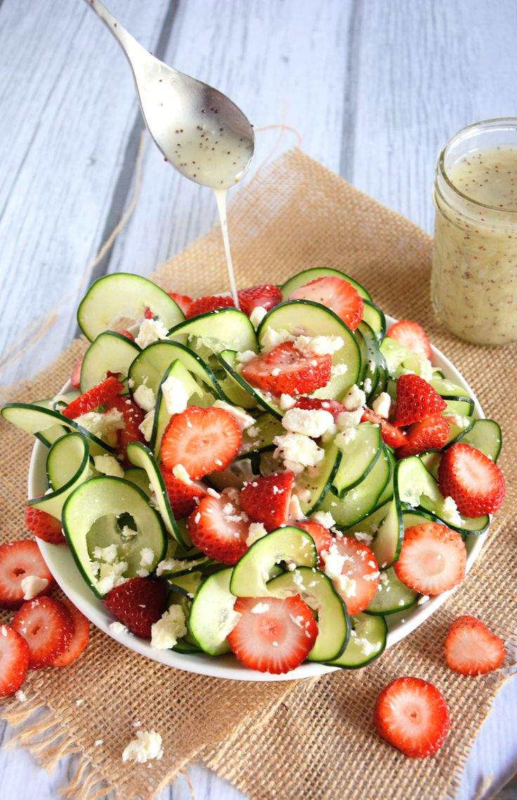 #Cucumber & #Strawberry Salad with #Poppyseed Dressing | The Housewife in Training Files