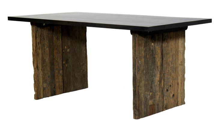 Rustikt teak bord med sort top. Unikt spisebord