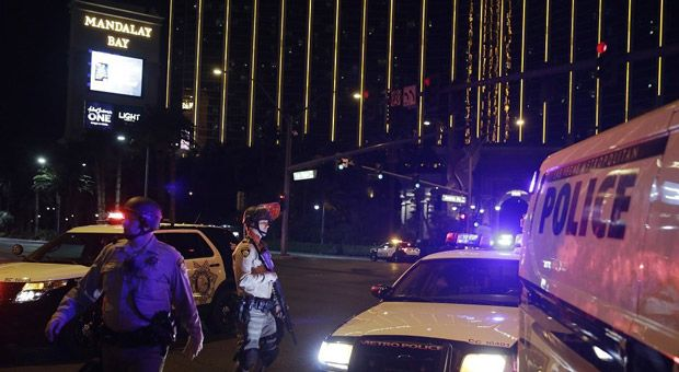 FBI agents working evidence on the Las Vegas shooting massacre case have been told to 'stand down' by Bureau heads in Washington D.C. after uncovering evidence that proved the existence of a second shooter. Federal investigators confirmed that they were directed by headquarters to cease following any active leads that may reveal the existence of more than one gunman. As far as the FBI goes, this means the hunt for additional gunmen involved in the attack, that left 59 people dead and ...