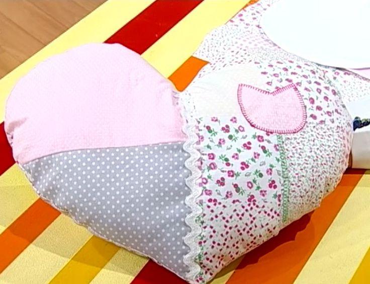 Como hacer un almohad n con forma de coraz n rinc n de - Hacer cojines sofa ...