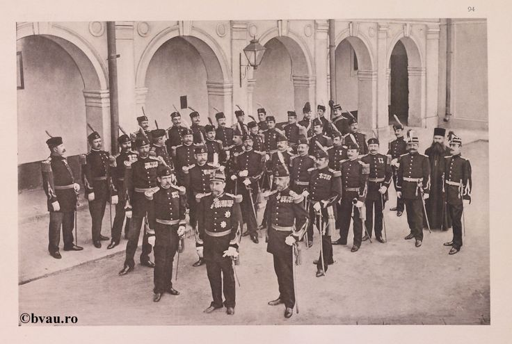 """Regimentul Vlaşca nr. 5, 1902, Romania. Ilustrație din colecțiile Bibliotecii Județene """"V.A. Urechia"""" Galați. http://stone.bvau.ro:8282/greenstone/cgi-bin/library.cgi?e=d-01000-00---off-0fotograf--00-1----0-10-0---0---0direct-10---4-------0-1l--11-en-50---20-about---00-3-1-00-0-0-11-1-0utfZz-8-00&a=d&c=fotograf&cl=CL1.20&d=J096_697980"""