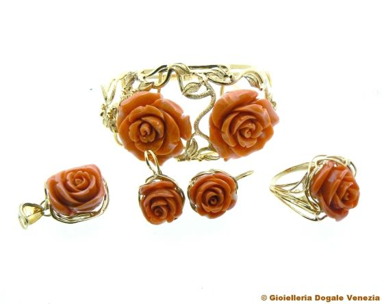 ROSES! Parure complete in coral and yellow gold 18 kt composed of ring bracelet earrings and pendant. pieces also available individually - handmade by Dogale Jewellery Venice Italia