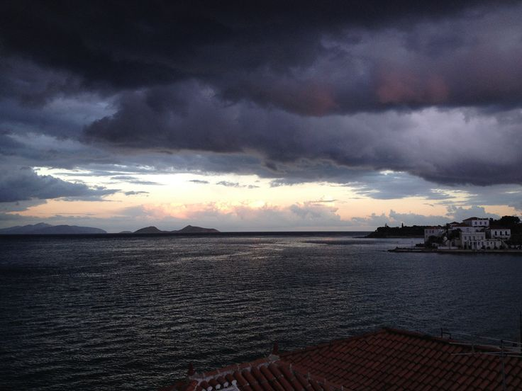 https://flic.kr/p/Q9ZUzM | January 2017 - Spetses Island | A stormy afternoon