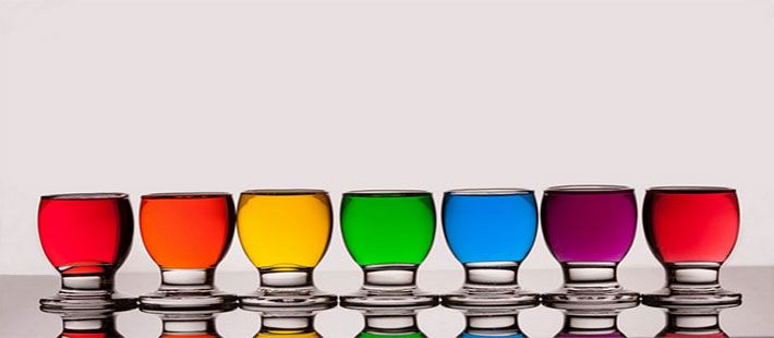 Μπορεί η ψυχολογία μας να επηρεαστεί θετικά ή αρνητικά από τα χρώματα;  Πολλοί γιατροί και ειδικοί ψυχικής υγείας, μετά από μελέτη πολλών ετών, κατέληξαν στο γεγονός πως τα χρώματα έχουν την δύναμη να προκαλέσουν συναισθηματικές αντιδράσεις και να επηρεάσουν την διάθεσή μας.