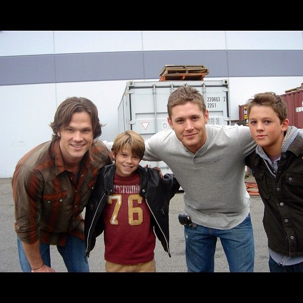 """stars Jared Padalecki & Jensen Ackles (Sam & Dean Winchester) with guest stars Colin Ford & Ridge Canipe (younger Sam & Dean) on the set of their first """"Supernatural"""" episode (2007) 
