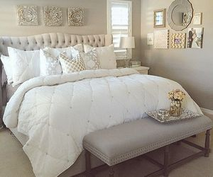 Desi:  Good Summertime look for the bedroom... I've always wanted to switch decorating/fabrics for each season.