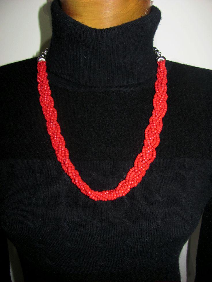 Collar trenzado chaquiras hielo - color rojo.