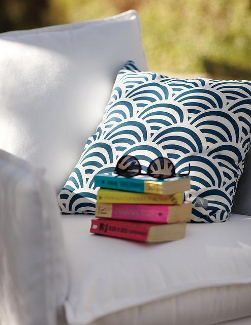 A novel + a nap.Outdoor Pillows, Decor Fall Spr, Prints Outdoor, Outdoor Reading Nooks