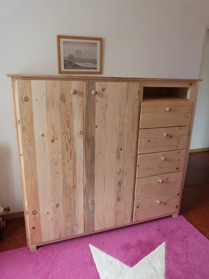 Pallet Closet with Drawers   99 Pallets