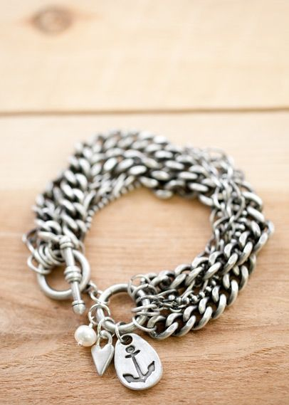 love this anchor bracelet