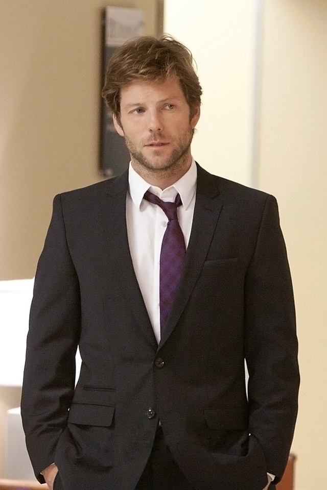 Jamie Bamber: Lovely face. Lovely smile. Lovely accent. Lovely willingness to go shirtless at the drop of a hat. Also? Talented actor.