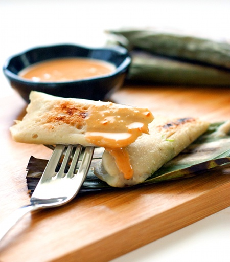 Otak-otak~ Usually made from Spanish mackarel fish paste or Milkfish, spiced and wrapped in banana leaves, then grilled and served with peanut sauce.