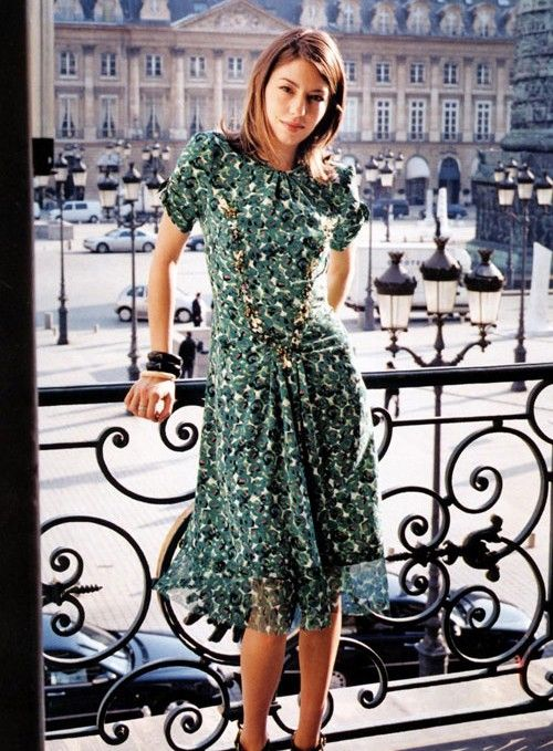A printed summery dress is perfect for a professional daytime look. Sofia Coppola in Paris demonstrates this effortlessly.
