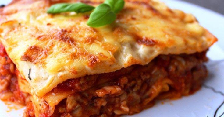 Dziś zapraszam na pyszną, domową lasagne bolognese!Lasagne to nic innego jak zapiekanka przekładana makaronem, sosem bolońskim i beszame...