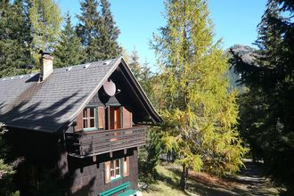 Eens de vakantie doorbrengen in een authentiek vakantiehuis ? Boek deze prachtige chalet dan eens. Het is gelegen in de regio Karinthië, een prachtig stukje Oostenrijk.  Deze unieke vakantiewoning biedt ruimte aan maximaal 8 mensen.