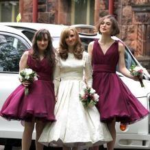 Keira Knightley aux côtés de la mariée Kerry Niwon et d'une demoiselle d'honneur lors du mariage de son frère Caleb Knightley au Pollokshields Burgh Hal de Glasgow en Ecosse le 23 avril 2011 #idol #iconic #star #celebrity #people #gal