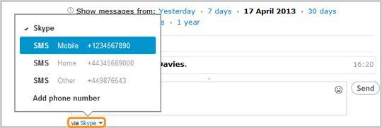 Option SMS sélectionnée après un clic sur l'option «via Skype» dans la zone de conversation.