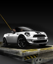 How to make a mini cooper convert look like a T-Bird. Great angle for a so-so car.